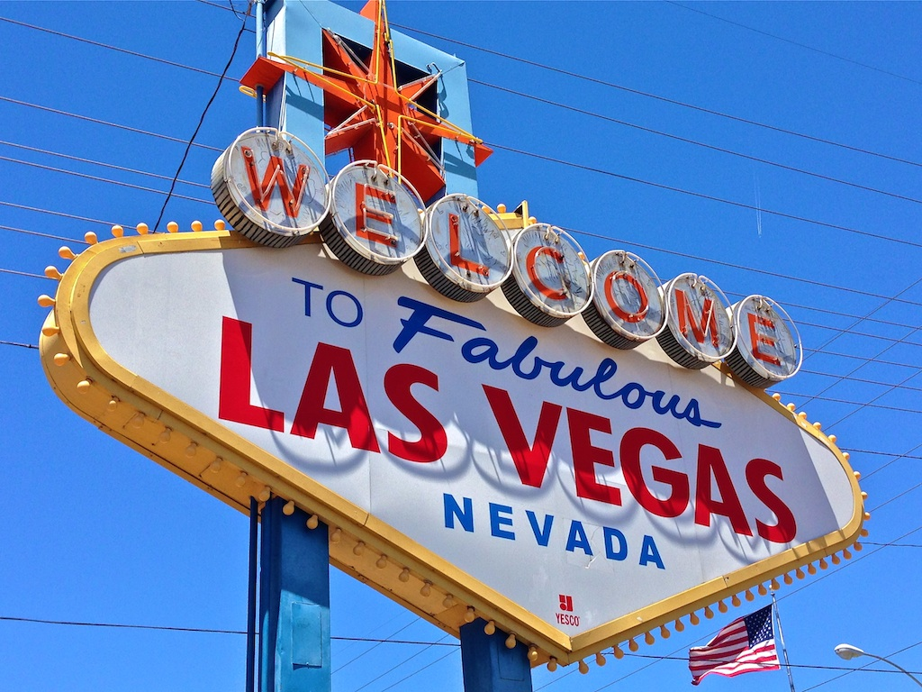 welcome to fabulous las vegas sign. Black Bedroom Furniture Sets. Home Design Ideas