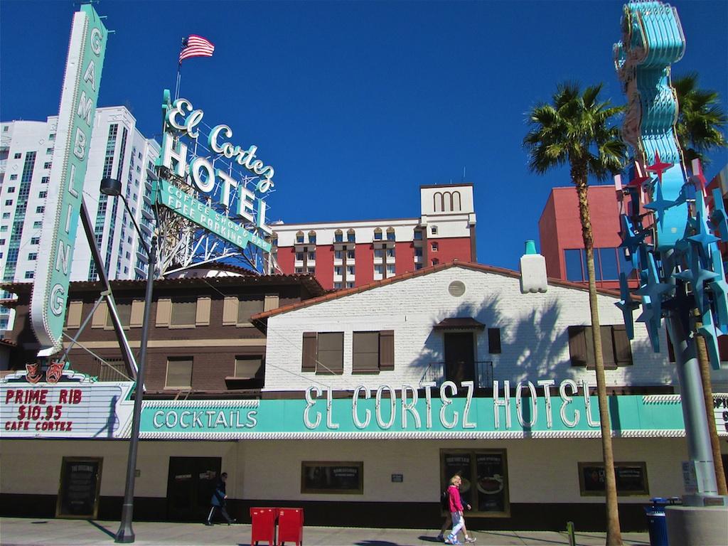 casino war downtown las vegas